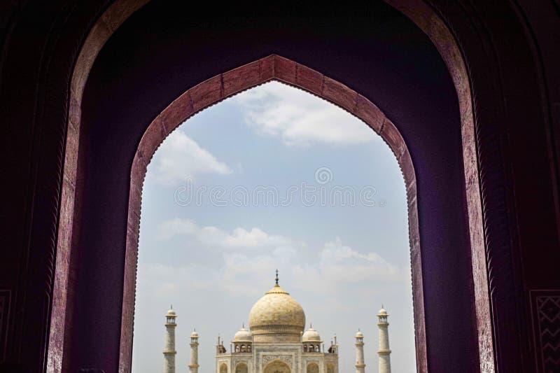 Taj Mahal volle Aussicht während des Tages in Agra India, The Taj unter 7 Wonders der Weltsicht stockfotos