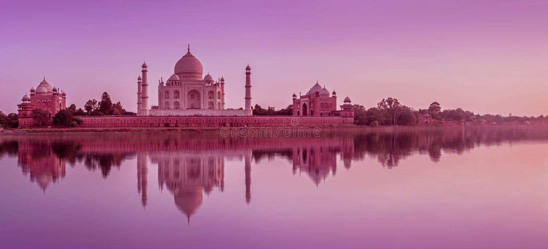Taj Mahal während des Sonnenuntergangs in Agra, Indien stockfotografie