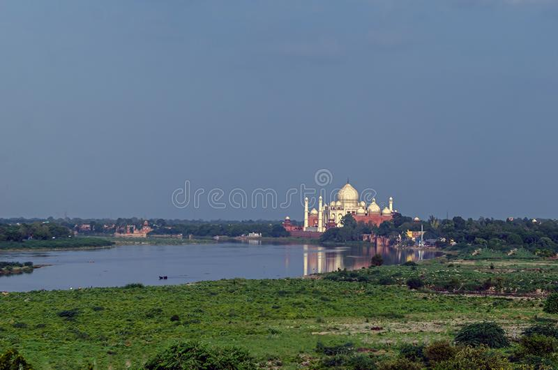 Taj Mahal, widok z wewnątrz Czerwonego fortu Agra fotografia royalty free