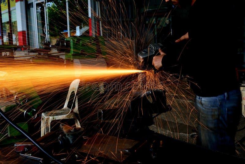 Download Tajar Al Trabajador Del Metal En La Fábrica Foto de archivo - Imagen de equipo, negocios: 41910456