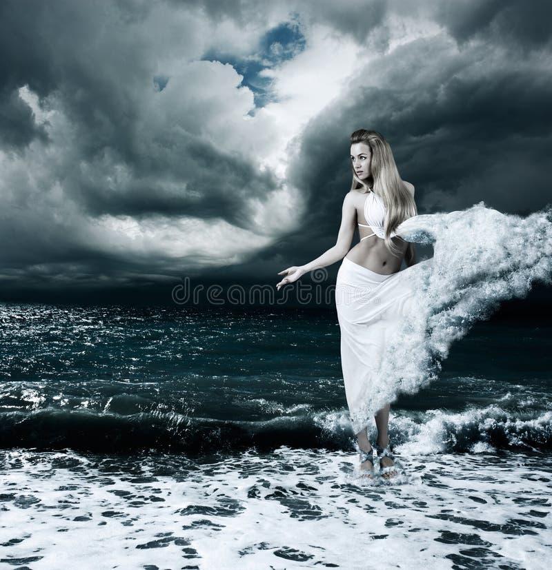 Tajemnicza bogini w Burzowym morzu obraz royalty free