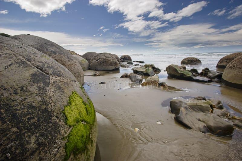 tajemnicza moeraki pokojowe boulder morza obraz royalty free