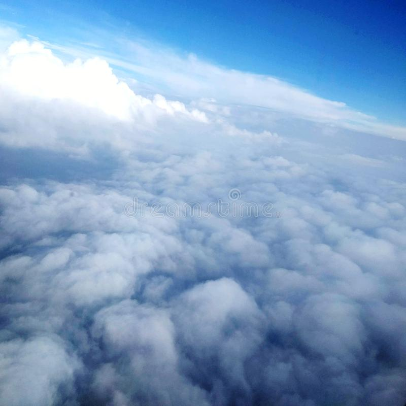 Tajemniczy niebo nad chmurami zdjęcia royalty free