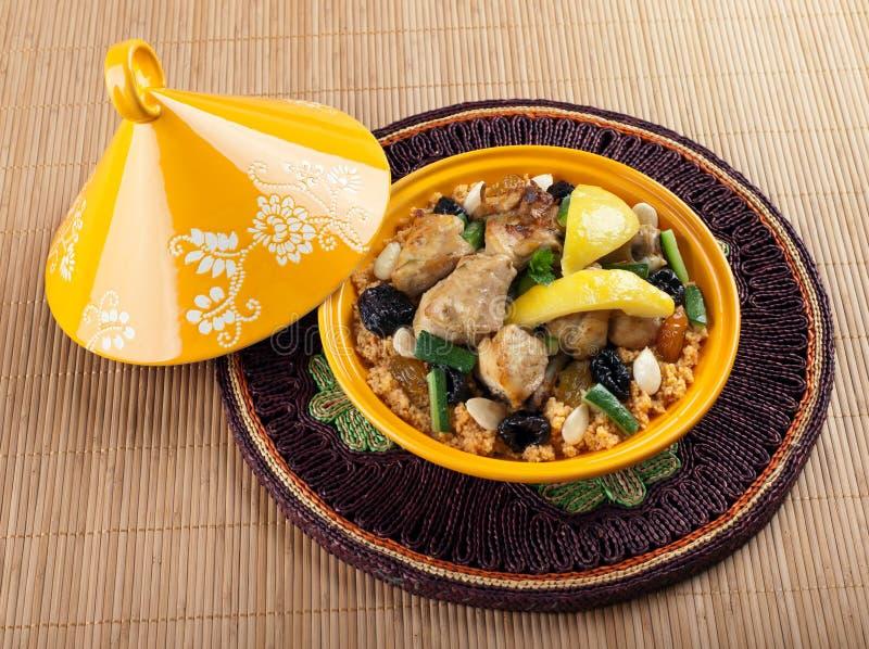 Tajine, морокканский цыпленок с confit лимона стоковое изображение rf