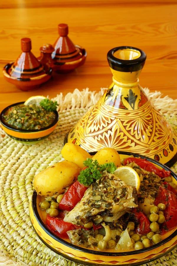 Tajine marroquino dos peixes do chermoula imagens de stock royalty free