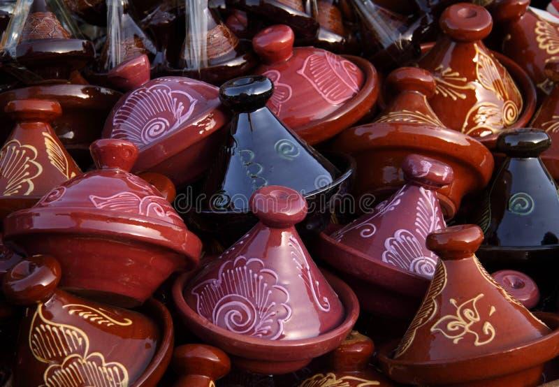 Tajines décoratifs du Maroc en vente images libres de droits