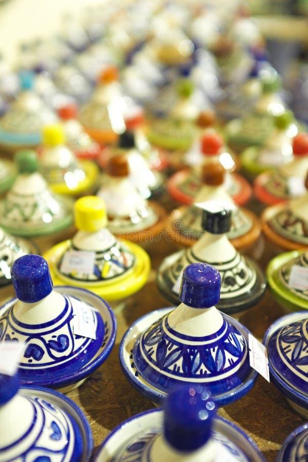Tajines sur le marché, Maroc photographie stock libre de droits