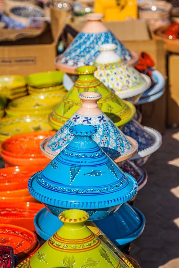 Tajines sur le marché, Marrakech, Maroc photographie stock libre de droits