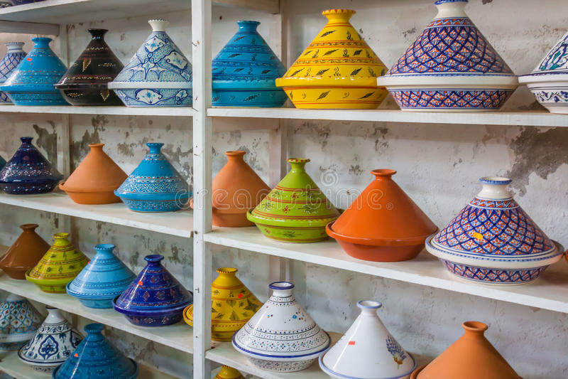 Tajines sur le marché, Marrakech, Maroc image stock