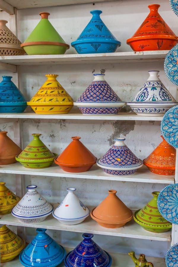 Tajines sur le marché, Marrakech, Maroc photo stock