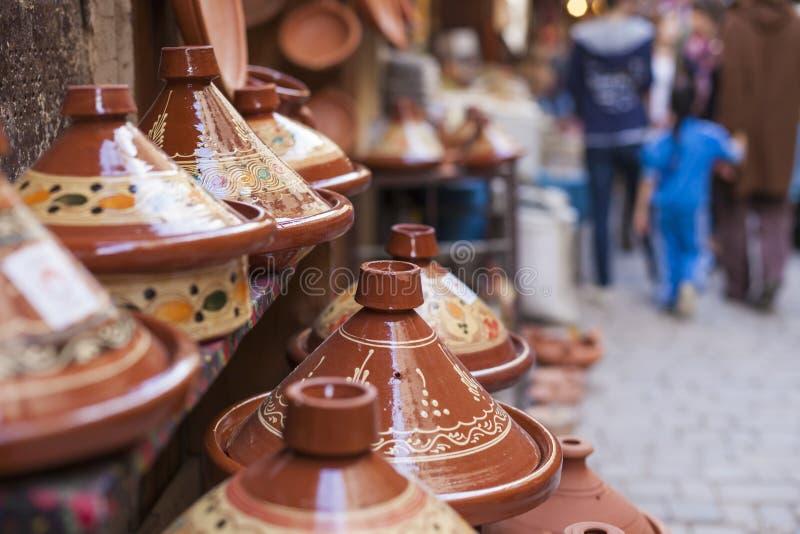 Tajines sur le marché, Marrakech, Maroc images libres de droits