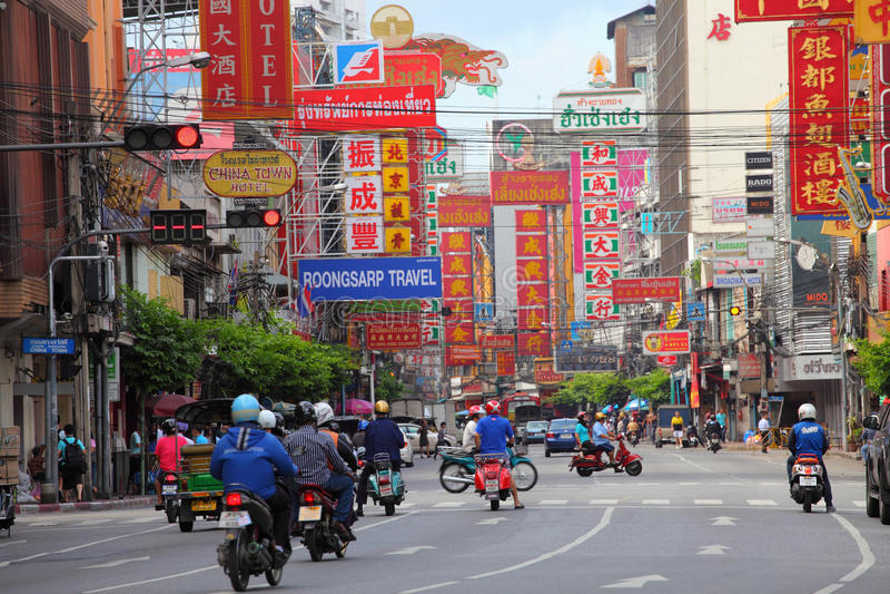 TAJLANDIA BANGKOK, OCT, - 28: Yaowarat droga główna ulica w Chiny obraz stock