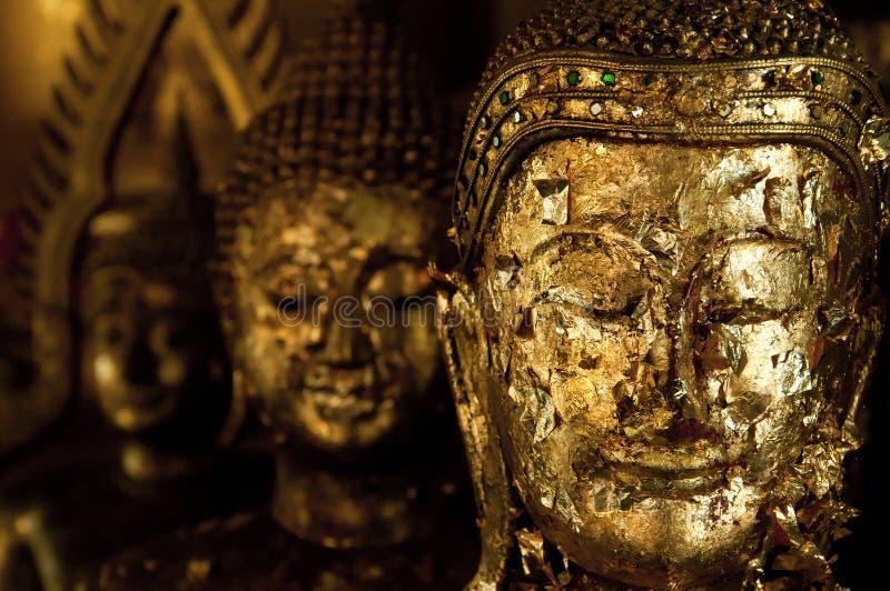 Tajlandia Buddha kierowniczy złocisty liść fotografia royalty free