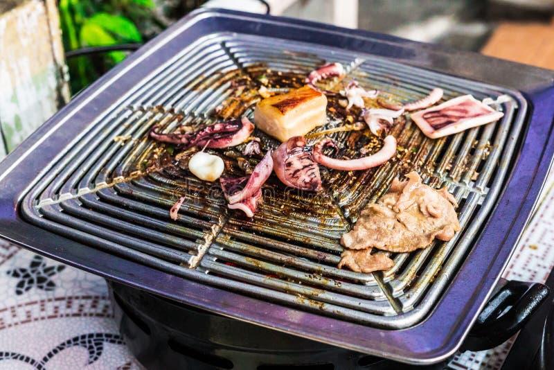 Tajlandia jedzenia uliczny BBQ z owoce morza: kałamarnica, ryba obrazy royalty free
