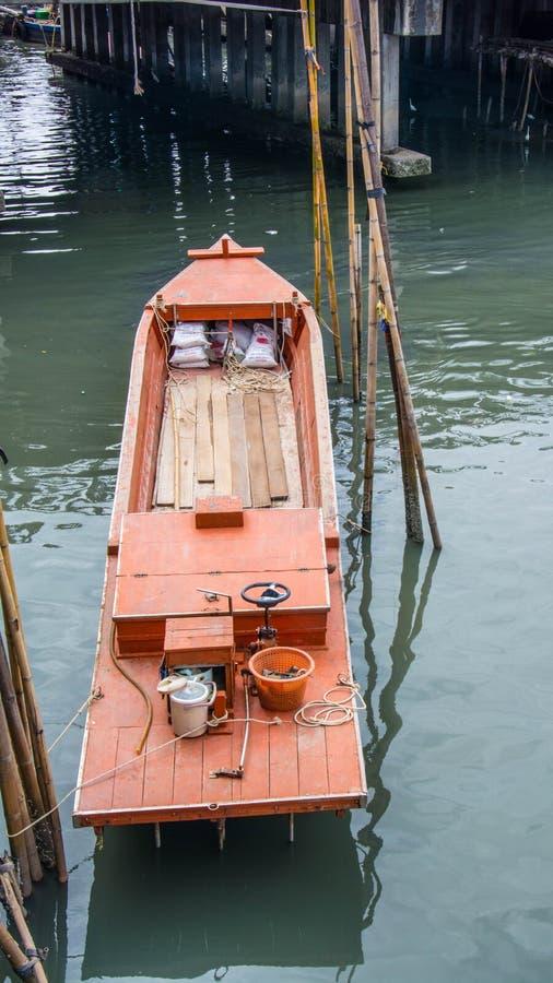 Tajlandia Małe łodzie rybackie w schronieniu obraz royalty free