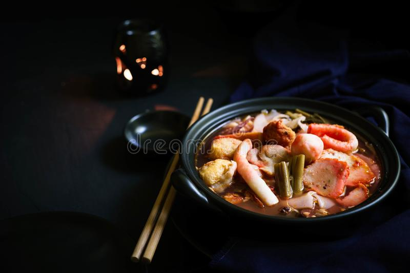 Tajlandia tradycyjna kuchnia, jen Ta Fo, Tajlandzki kluski, Uliczny jedzenie zdjęcia royalty free