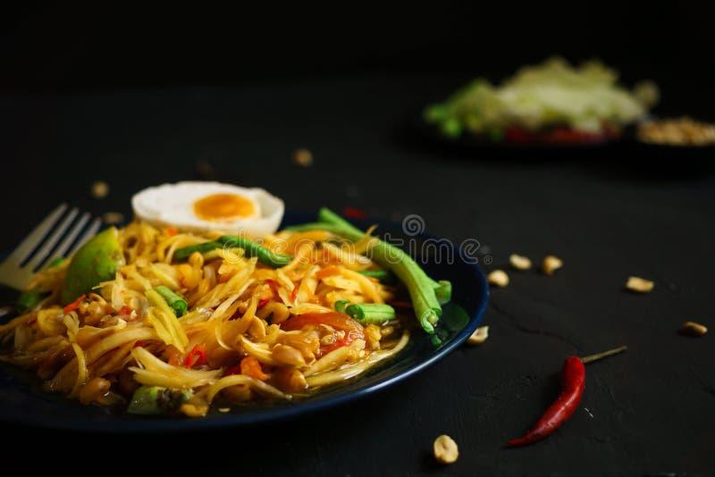 Tajlandia tradycyjna kuchnia, Som tum, Korzenna sałatka, melonowiec sałatka, Korzenny jedzenie zdjęcia royalty free
