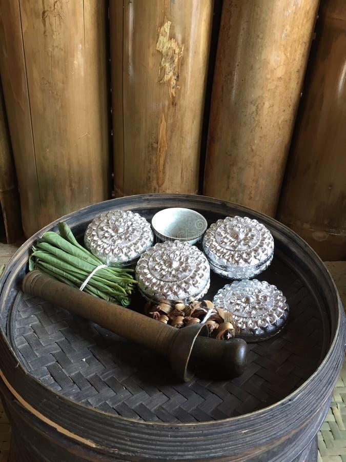 Tajlandia ustawia ridiculously małych srebnych lampasy obraz stock