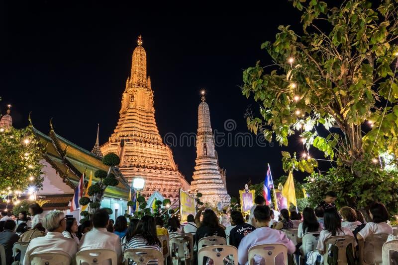Tajlandzcy ludzie i michaelita łączą morał modlą się odliczanie 2018 w Wacie Ar obraz stock
