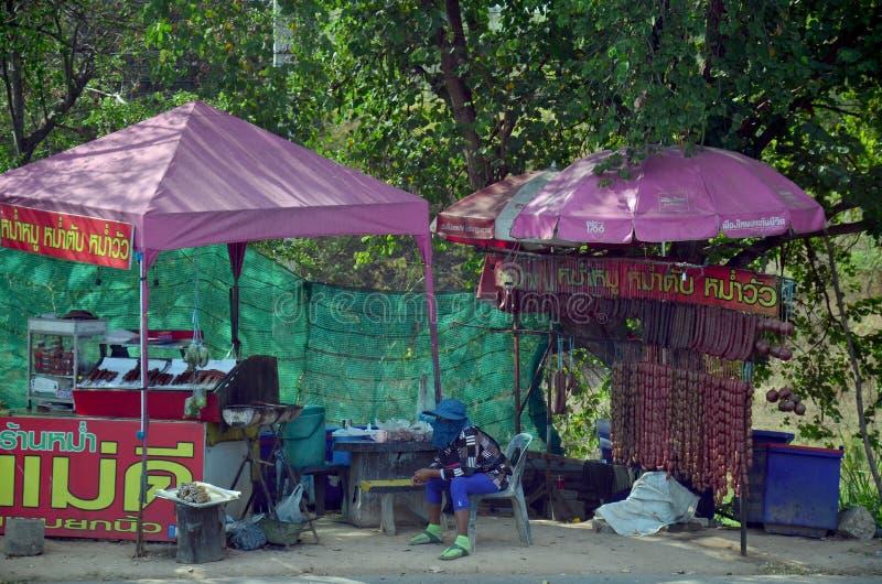 Tajlandzcy ludzie sprzedaży mum są tradycyjnym jedzeniem s lub północny wschód obraz stock