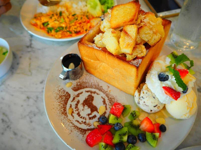 Tajlandzcy miodowi grzanka desery obrazy stock