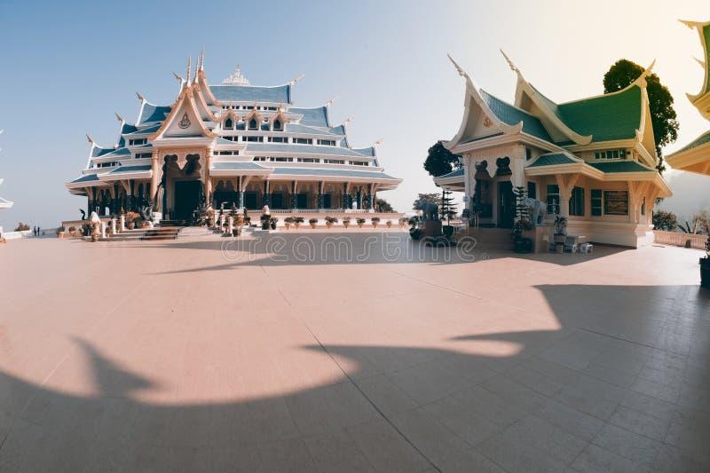 Tajlandzka świątynia jest w Wata Pa Phu Kon, Northeastern Tajlandia zdjęcia royalty free