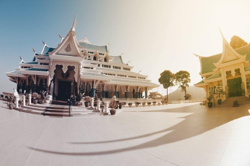 Tajlandzka świątynia jest w Wata Pa Phu Kon, Northeastern Tajlandia fotografia stock