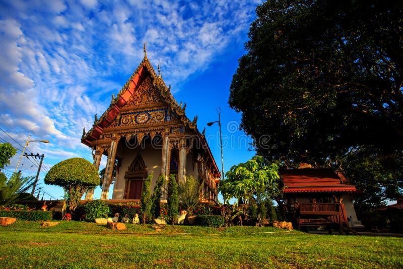 Tajlandzka świątynia w ranku sunbeam przy Chonburi fotografia royalty free