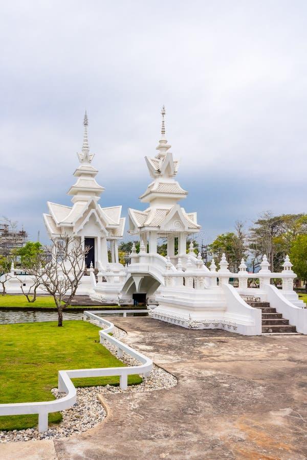 Tajlandzka architektura przy Watem Rong Khun Biała świątynia, Chiang Raja, Tajlandia fotografia royalty free