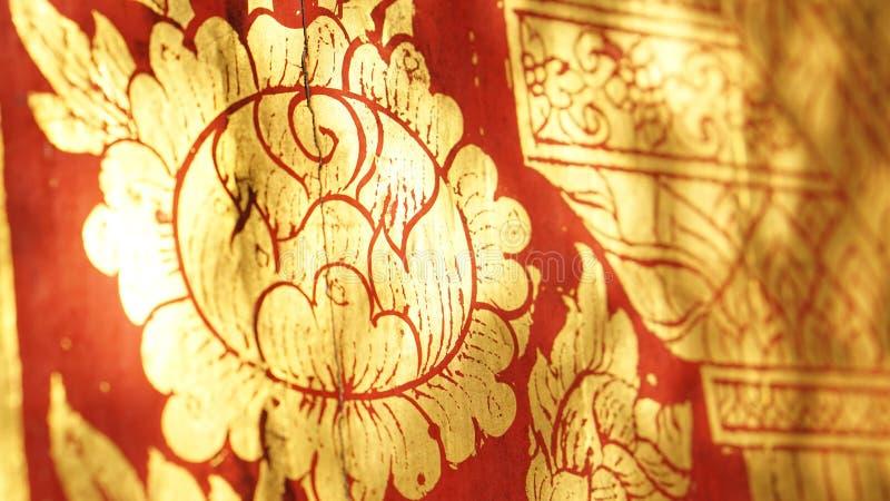Tajlandzka orientalna czerwień i złocisty kwiat ilustraci wzór ilustracja wektor