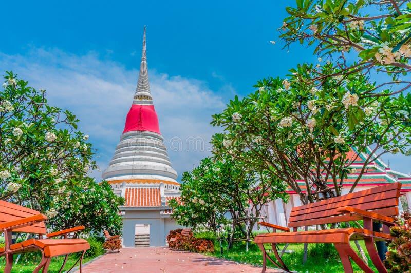 Tajlandzka pagoda przy Phra Samut Chedi w Samut Prakan, Tajlandia zdjęcia stock