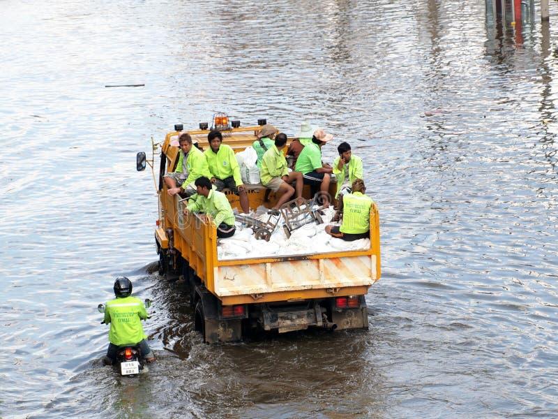 Tajlandzka powódź uderza centralę Tajlandia, wysocy poziomy wody oczekiwać, podczas złego wylew zdjęcie stock