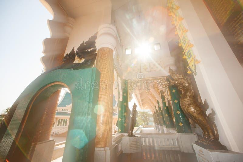 Tajlandzka sztuka dekorował przy Tajlandzkim kościół w Wata Pa Phu Kon, Tajlandia zdjęcie royalty free