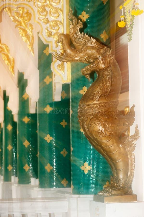 Tajlandzka sztuka dekorował przy Tajlandzkim kościół w Wata Pa Phu Kon, Tajlandia obraz stock