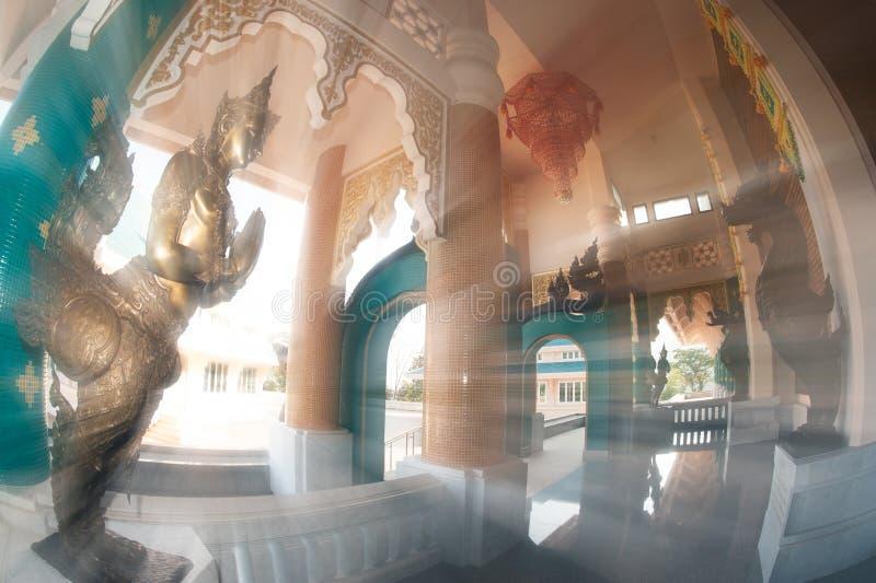 Tajlandzka sztuka dekorował przy Tajlandzkim kościół w Wata Pa Phu Kon, Tajlandia fotografia royalty free