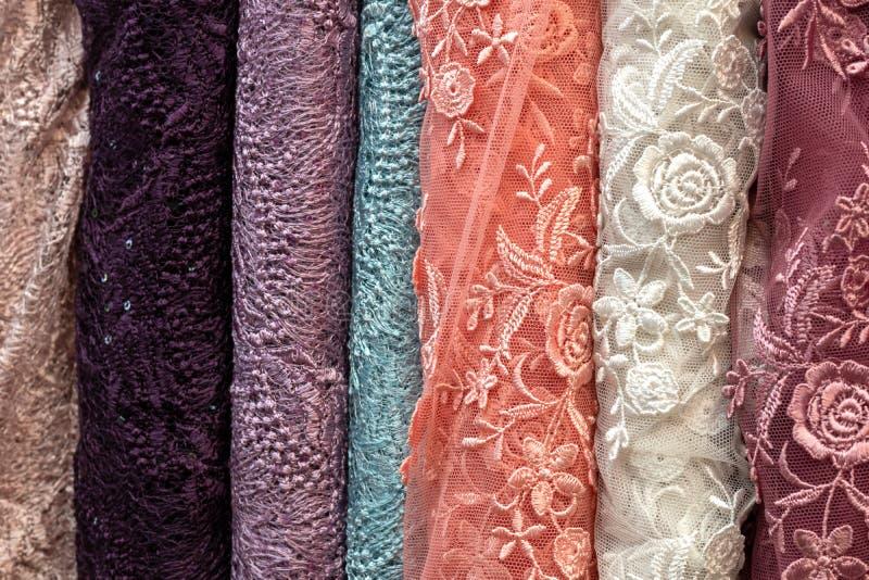 Tajlandzka tkanina, kolorowi kwieciści wzory obraz stock