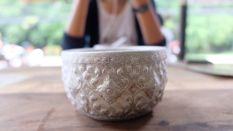 Tajlandzki aluminium wody puchar, use dla pić obrazy stock
