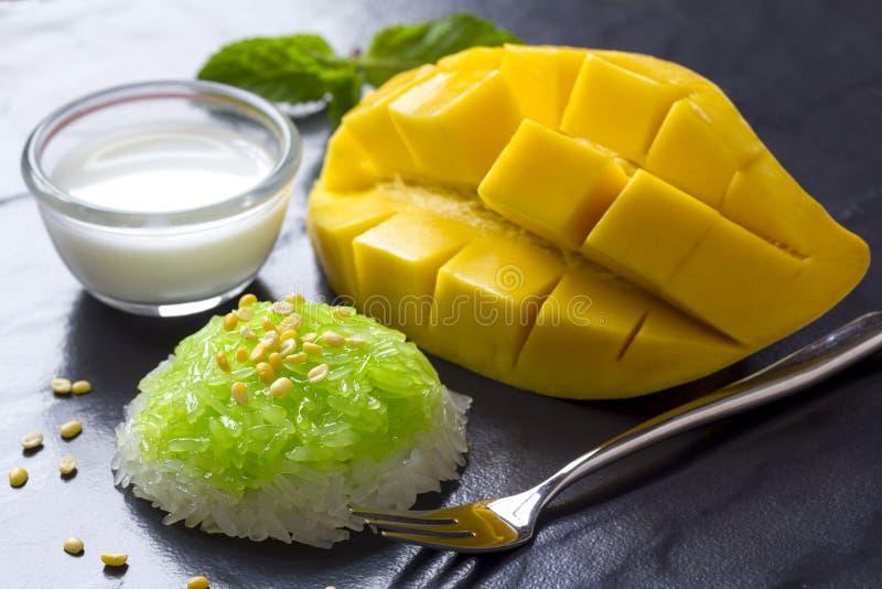 Tajlandzki deser - Kleisty Rice z mango zdjęcia stock