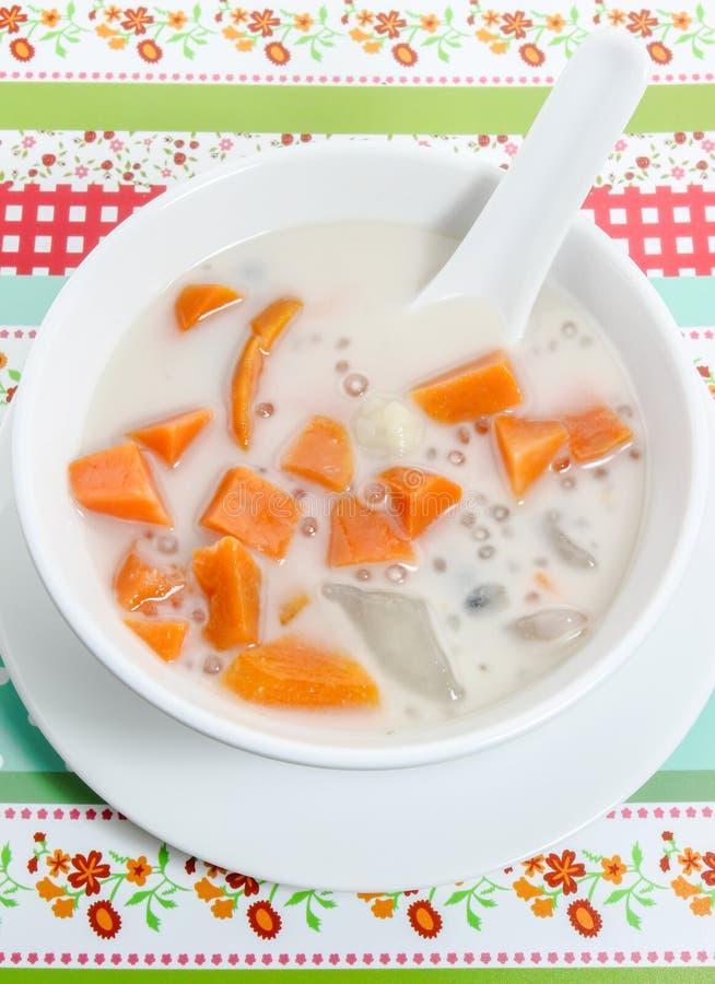 Tajlandzki deser, w kokosowym mleku mieszani warzywa obrazy stock