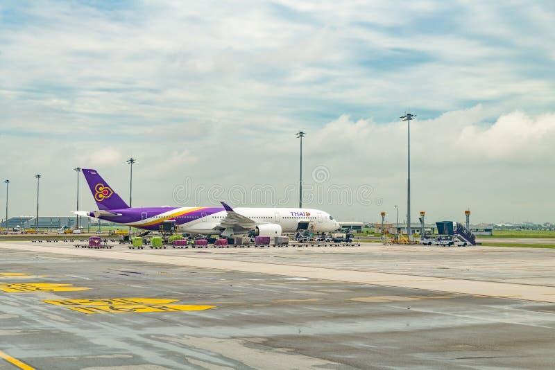 Tajlandzki drogi oddechowe Aerobus A350-900 park dla ładować obrazy royalty free