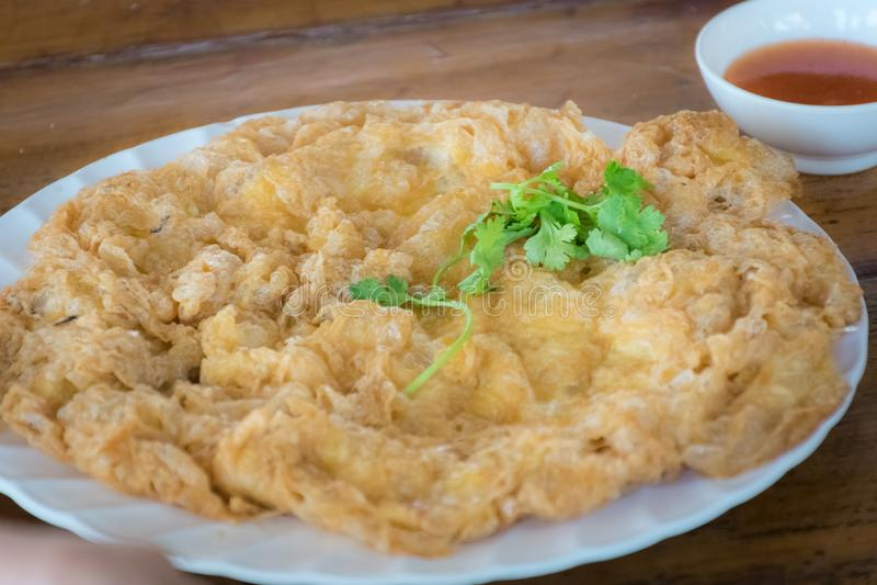 Tajlandzki jedzenie, Minced wieprzowina omlet z chili kumberlandem zdjęcia stock