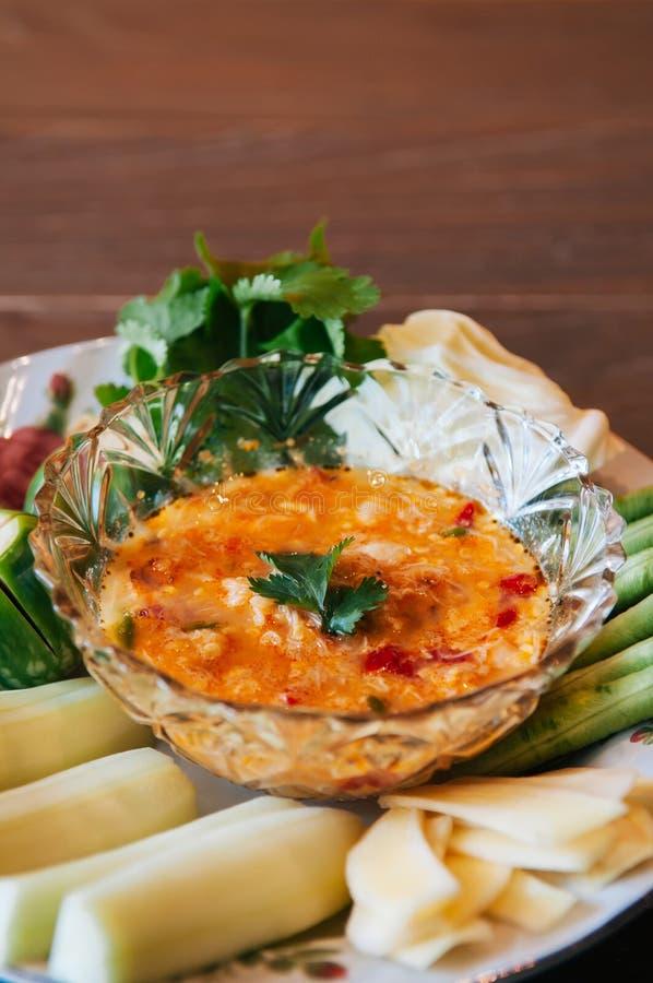 Tajlandzki jedzenie na obiadowym stole, Nam Prik Khai Poo - Chili krab korzenny zdjęcie stock