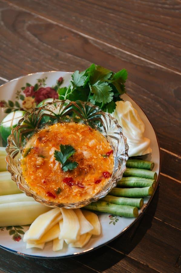Tajlandzki jedzenie na obiadowym stole, Nam Prik Khai Poo - Chili krab korzenny zdjęcia royalty free