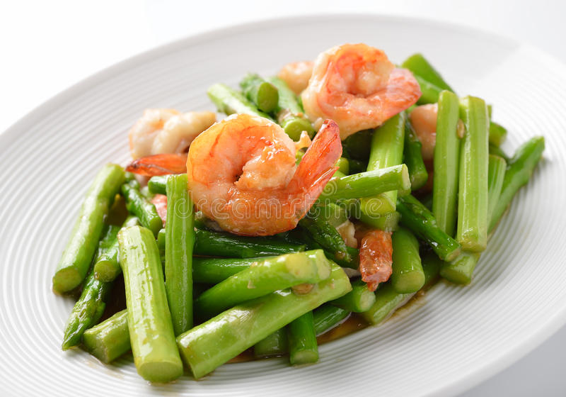 Tajlandzki jedzenie, Szparagowy fertanie smażył z krewetkami fotografia royalty free