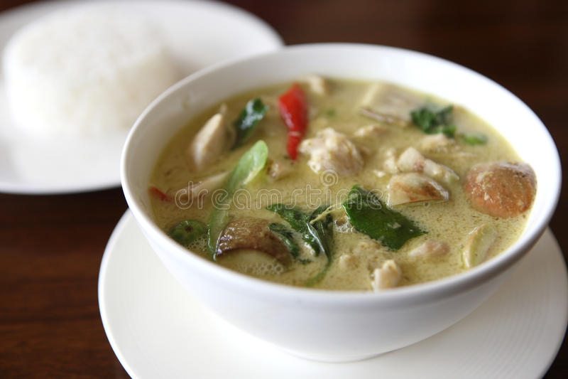 Tajlandzki karmowy kurczaka zieleni curry z ryż zdjęcie royalty free