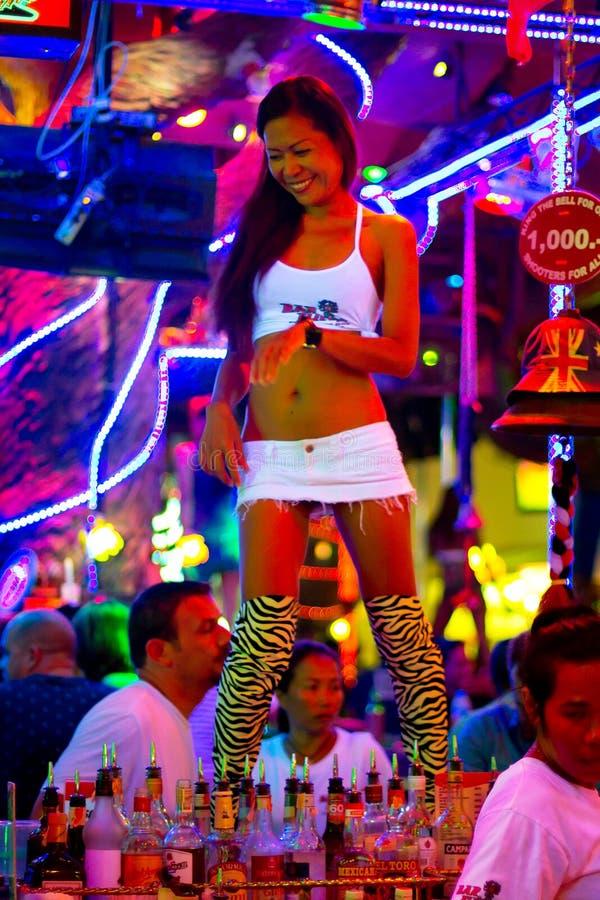 Download Tajlandzki Kobieta Taniec W Klubie Nocny Patong Obraz Editorial - Obraz: 28278625