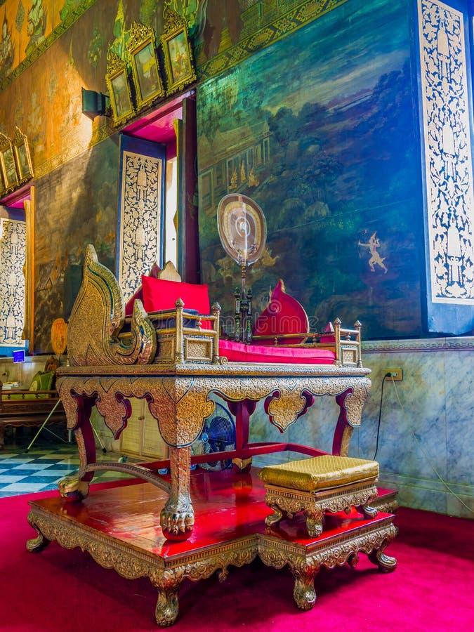 Tajlandzki michaelita pulpit w złotym i czerwonym zdjęcie stock