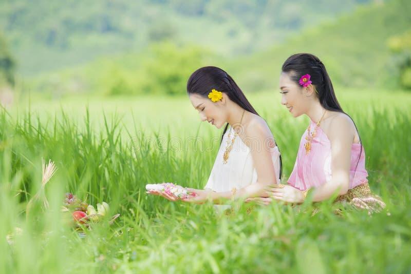 Tajlandzki rolnik w Tajlandzkiej sukni fotografia stock