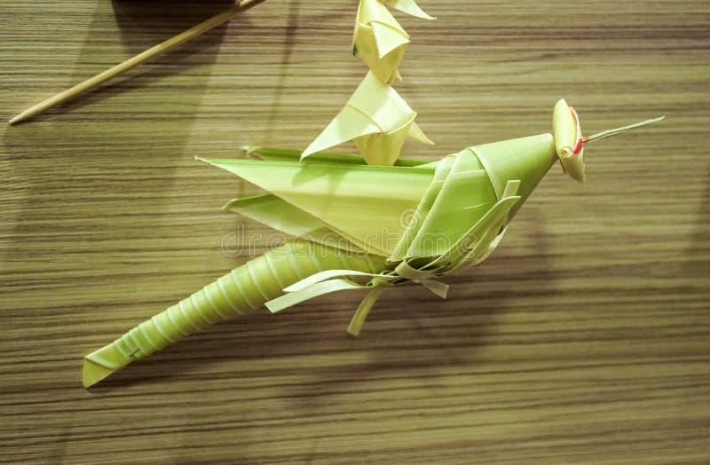 Tajlandzki stylowy palmowego liścia pasikonika wiszącej ozdoby rękodzieło fotografia stock