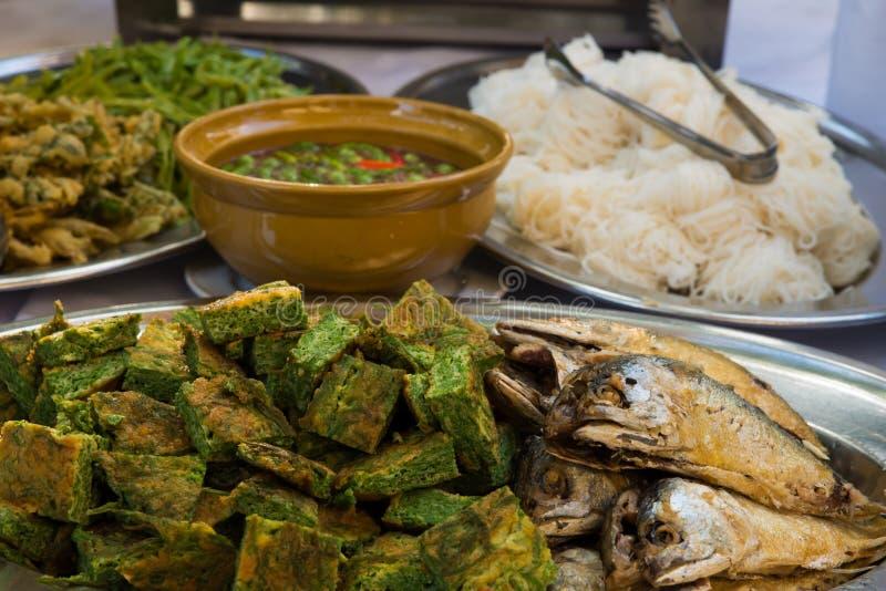 Tajlandzki tradycyjny jedzenie z smażącą makrelą zdjęcie stock